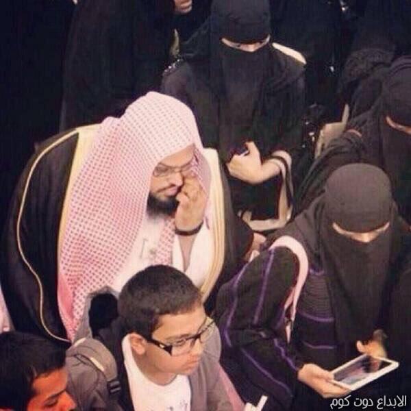 حكم اختلاط المرأة المسلمة